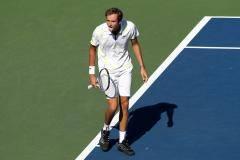 Боли вопреки. Медведев вышел в третий круг, несмотря на серьезные проблемы с ногой