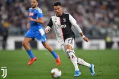 «Ювентус» вырвал победу у «Наполи» благодаря автоголу Кулибали на 92-й минуте