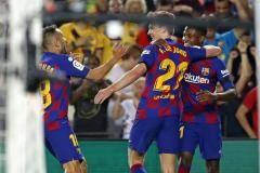 «Барселона» на своем поле разгромила «Валенсию»