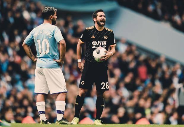 «Манчестер Сити» на своем поле проиграл «Вулверхэмптону»