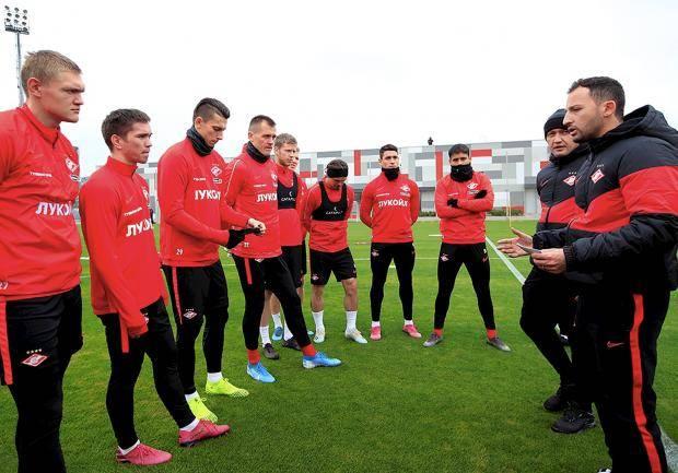 Новый тренер «Спартака» пока не сбежал