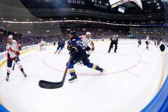 В НХЛ на маленьких коробках играют по-советски. Мнение Виталия Славина