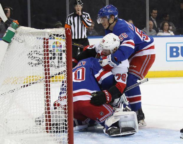 Безнадежный аутсайдер НХЛ накидал авоську шайб Георгиеву