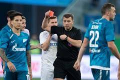 Евгений Ловчев: Помощь «Зениту» есть – она в головах арбитров