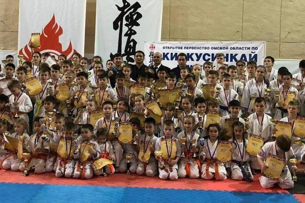 Омичи выиграли 50 медалей на домашнем турнире по киокусинкай