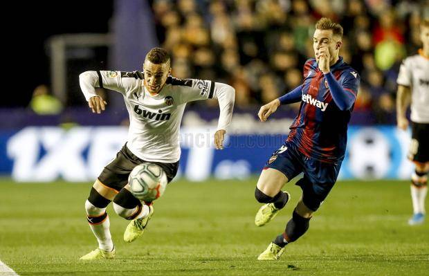 «Валенсия» победила в дерби с «Леванте», отыгравшись с 0:2