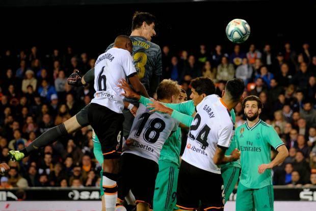 Куртуа помог «Реалу» уйти от поражения в матче с «Валенсией»