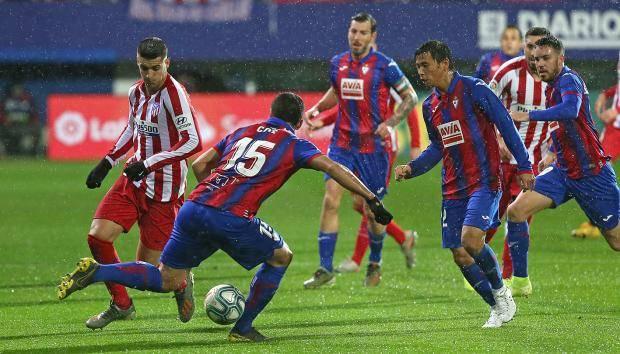 «Атлетико» на выезде проиграл «Эйбару», прервав свою серию из трех побед