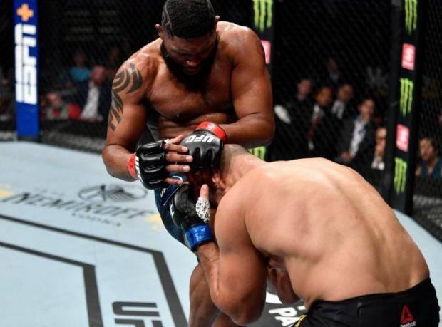 Блейдс смел со своего пути дос Сантоса. Главные моменты турнира UFC в Роли (видео)