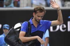 Медведев в спячке. Что происходит с лучшим теннисистом России?