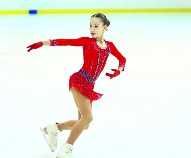 Акатьева снова прыгает триксель, Сотникова завершает карьеру. Обзор событий недели (видео)