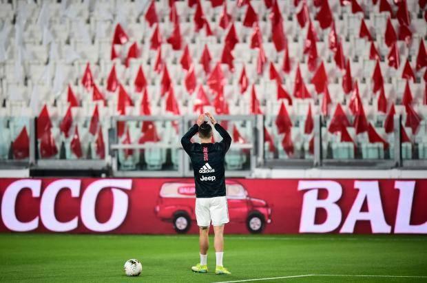 Роналду отбил пять фанатам-невидимкам