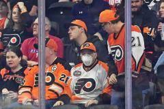 «Нам не хватает масок!» Как врачи и хоккейные бренды борются с коронавирусом