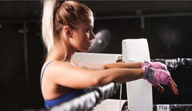 Девушка дня. Любительница пикантных фото боец UFC Пейдж Ванзант