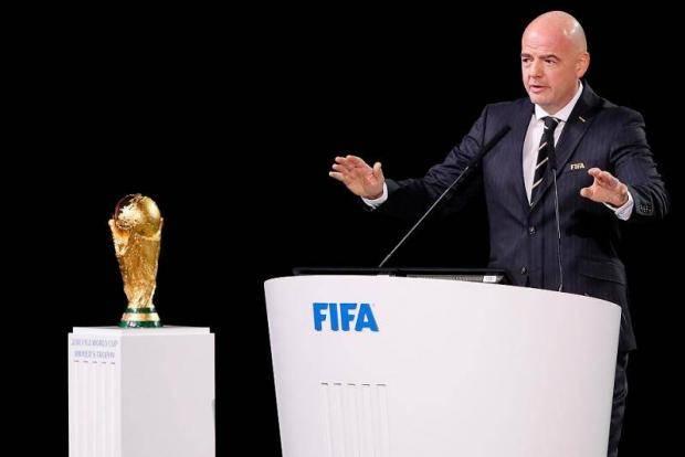 ФИФА рассмотрит систему «весна-осень», в Италии разрешают тренировки, будущая звезда едет в Питер