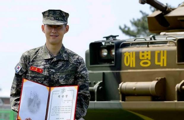 Футболист «Тоттенхэма» закончил службу в армии с грамотой