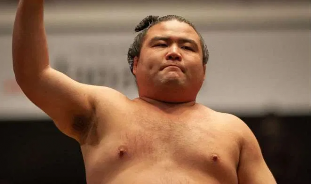 28-летний сумоист скончался от коронавируса