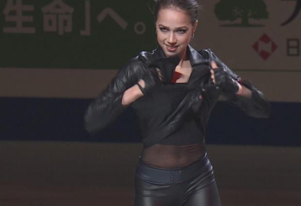Ролик с заклинившей молнией на куртке Загитовой собрал более 20 миллионов просмотров