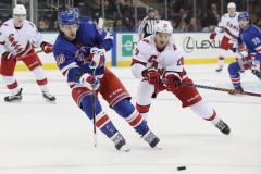 Панарин против Свечникова и Варламов против Бобровского. Сезон в НХЛ будет доигран!