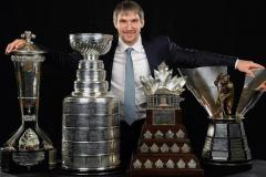 Теперь у Овечкина 18 личных наград НХЛ. Он догнал Лемье и уступает только Гретцки