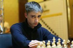 Дубов «задушил» китайца. Россиянин красиво выиграл первый матч полуфинала