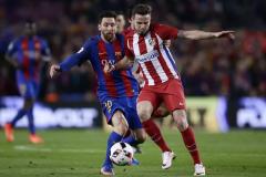 «Барселона» сохранила Месси, Сауль выставил себя на продажу, «МЮ» залез в долги