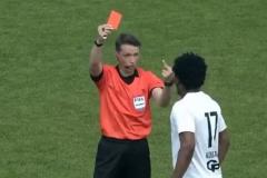 «Не надо из черного делать белое». Судья объяснил, почему показал темнокожему игроку средний палец
