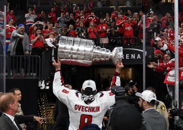Разве это по-спортивному? НХЛ отдала должное Овечкину, но унизила трио российских глыб