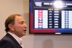 Экс-президент КХЛ открывает в России кинотеатры, а обманувшие болельщиков боссы НХЛ проглотили язык