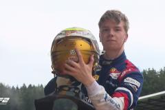 Что может Шварцман, Шумахеру не дано. Россиянин выиграл гонку и вышел в лидеры «Формулы-2»