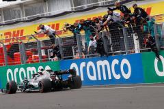 До Шумахера – всего пять побед. Льюис Хэмилтон выиграл 86-ю гонку в карьере