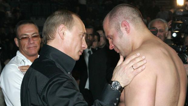 Исмаилов сломал нос Емельяненко вовремя боя