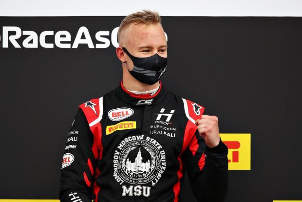 Не Шварцман, так Мазепин. В «Формуле-2» третью главную гонку подряд выиграл россиянин