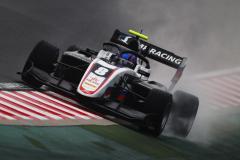 Это потому, что он русский? У российского гонщика отняли победу в «Формуле-3»