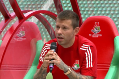 Смолов призвал прекратить разборки, Миранчук рассказал о будущем. «Локо» встретился с болельщиками