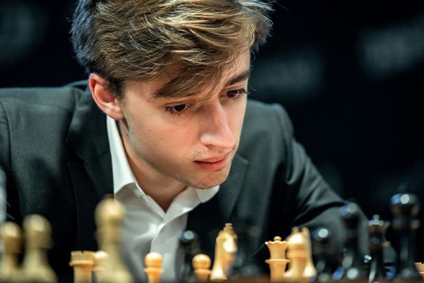Было «+5» пешек, а стало «-5». Дубов упустил победу на старте полуфинала с Накамурой