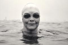 Из США в СССР вплавь. Американка продержалась два часа в холодной воде, но добралась до берега