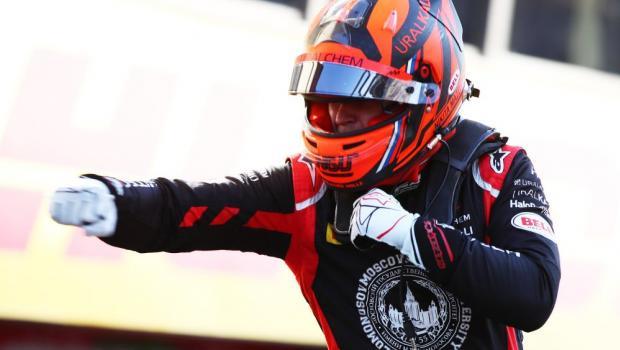 Мазепин снова выдал супергонку! Стартовал 14-м и одержал победу в Тоскане (видео)