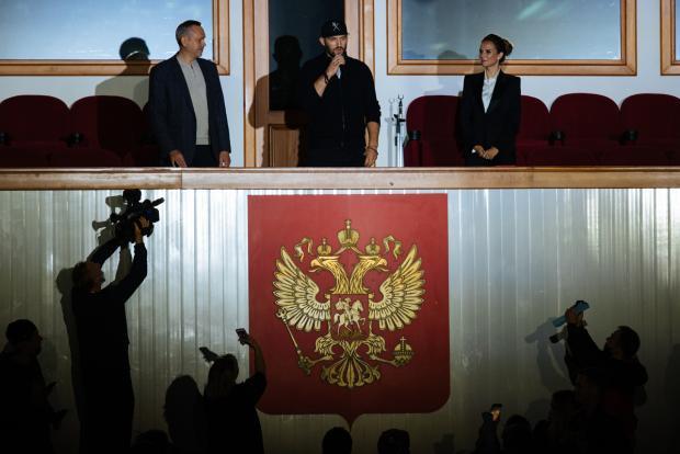 За кого болел Ови в Новосибирске? Обзор игрового дня в КХЛ (видео)