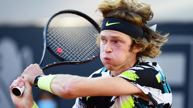 Рублев обыграл Сандгрена и вышел во второй круг турнира в Гамбурге