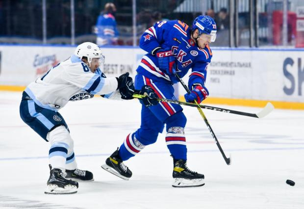 11 дебютантов КХЛ, вратарь-новичок из «Виннипега». «Детский сад» Питера уступил «Сибири» (видео)