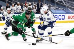 Кучеров обходит Буре и всех крайних форвардов НХЛ, а Василевский устанавливает вечный рекорд (видео)