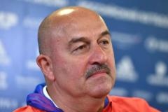 Станислав Черчесов: Ни полслова не сказал Дзюбе и Соболеву. Это тот случай, когда третий лишний