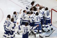 «Тампа» выиграла плей-офф НХЛ, Василевский, Кучеров, Сергачев и Волков – обладатели Кубка Стэнли
