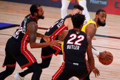 У такого Дэвиса и Леброн - на подхвате. Финал НБА начался с разгромной победы «Лейкерс»