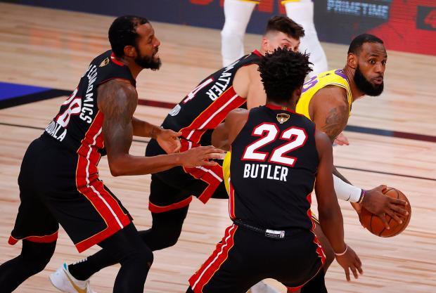 У такого Дэвиса и Леброн – на подхвате. Финал НБА начался с разгромной победы «Лейкерс»