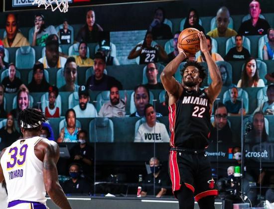 Леброн ленился, Дэвис – отсутствовал. «Майами» размочил счет в финале НБА