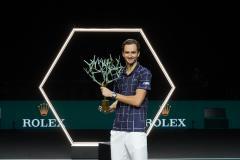 Медведев загнал Зверева. Россиянин выиграл третий «Мастерс» в карьере