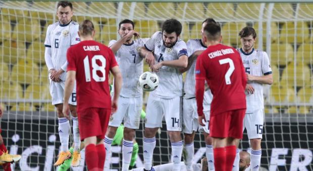 Гаджи Гаджиев: Пять матчей без побед – не случайность, а показатель игры сборной России в обороне