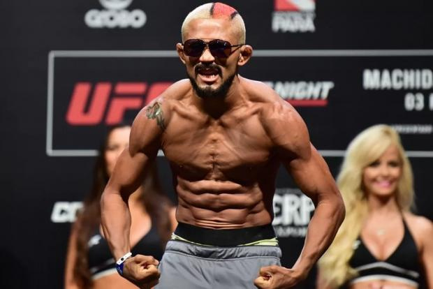 Бог войны придушил Переза, Палатников нокаутировал американца. Главные моменты турнира UFC 255